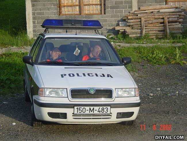 - Policija?